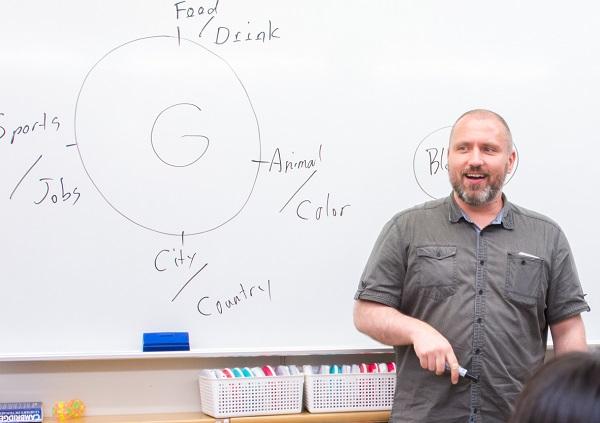 ストーリーテリングを通して自然に英文法の知識も身につく<br>『TPRSメソッド』を取り入れたネイティブ講師の授業